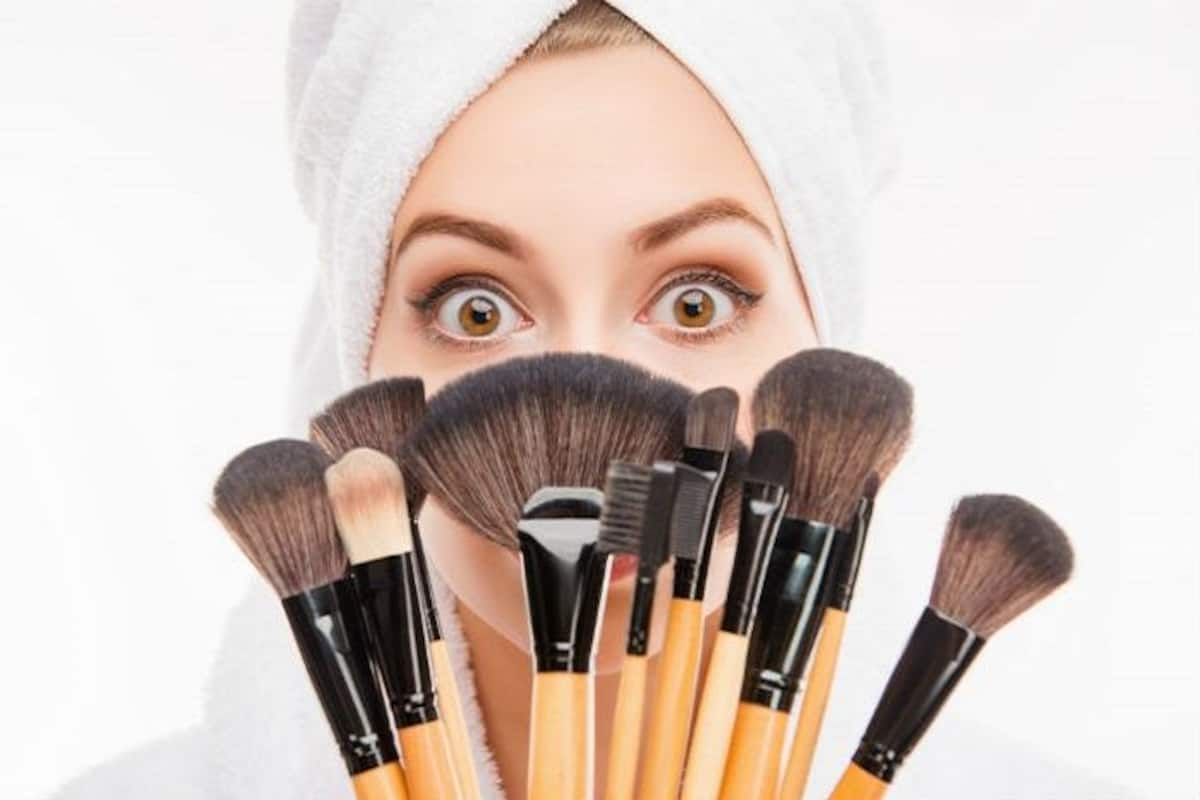 Tik Tok S Make Up Brush Challenge Is All You Needed In Lockdown To Connect With Friends And Have Fun