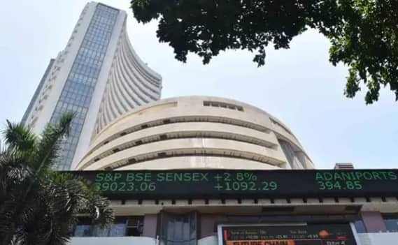 Sensex Gains Over 300 Pts in Early Trade, Nifty Inches Close to 10,000-mark