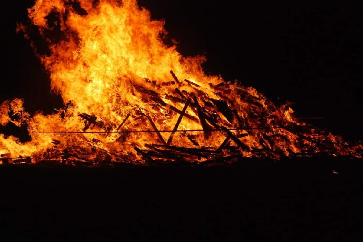Husband Jumps Into Wife's Cremation In Maharashtra