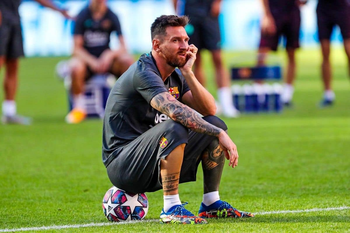 https://static.india.com/wp-content/uploads/2020/08/Lionel-Messi-of-FC-Barcelona-takes-rest-after-a-tough-practice-session%C2%A9FC-Barcelona-Twitter.jpg
