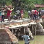 Govt Apathy: Villagers In Bihar's Gaya Construct Bridge That Had Been Pending For 30 Years!