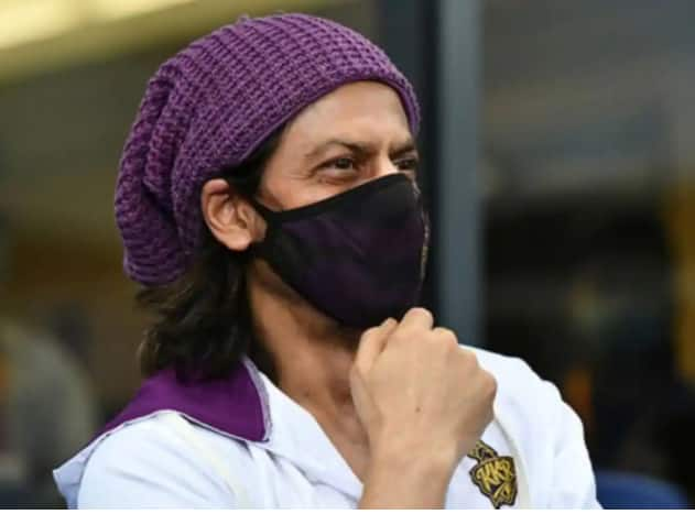 KKR VS RC IPL 2020: Shah Rukh Khan Along With Aryan Khan Spotted at Dubai Stands And Twitterati Can't Keep Calm