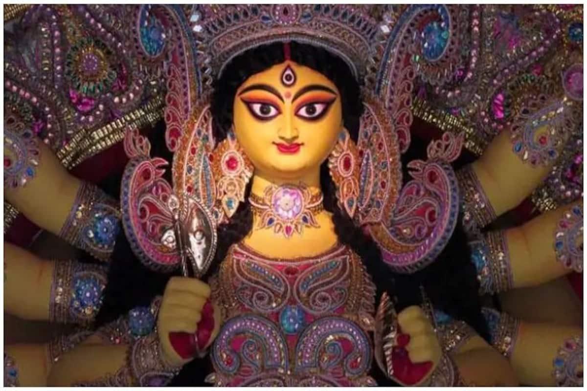 Shardiya Navratri 2020: नवरात्रि में देवी दुर्गा के नौ स्वरूपों पर चढ़ाएं  ये 9 तरह के फूल, मिलेगा खास आशीर्वाद - Shardiya navratri flowers that you  can offer to different forms of