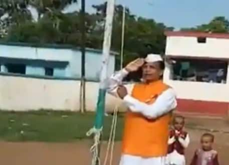 Bihar's New Education Minister Struggles to Recite National Anthem, Trolled on Twitter | Watch