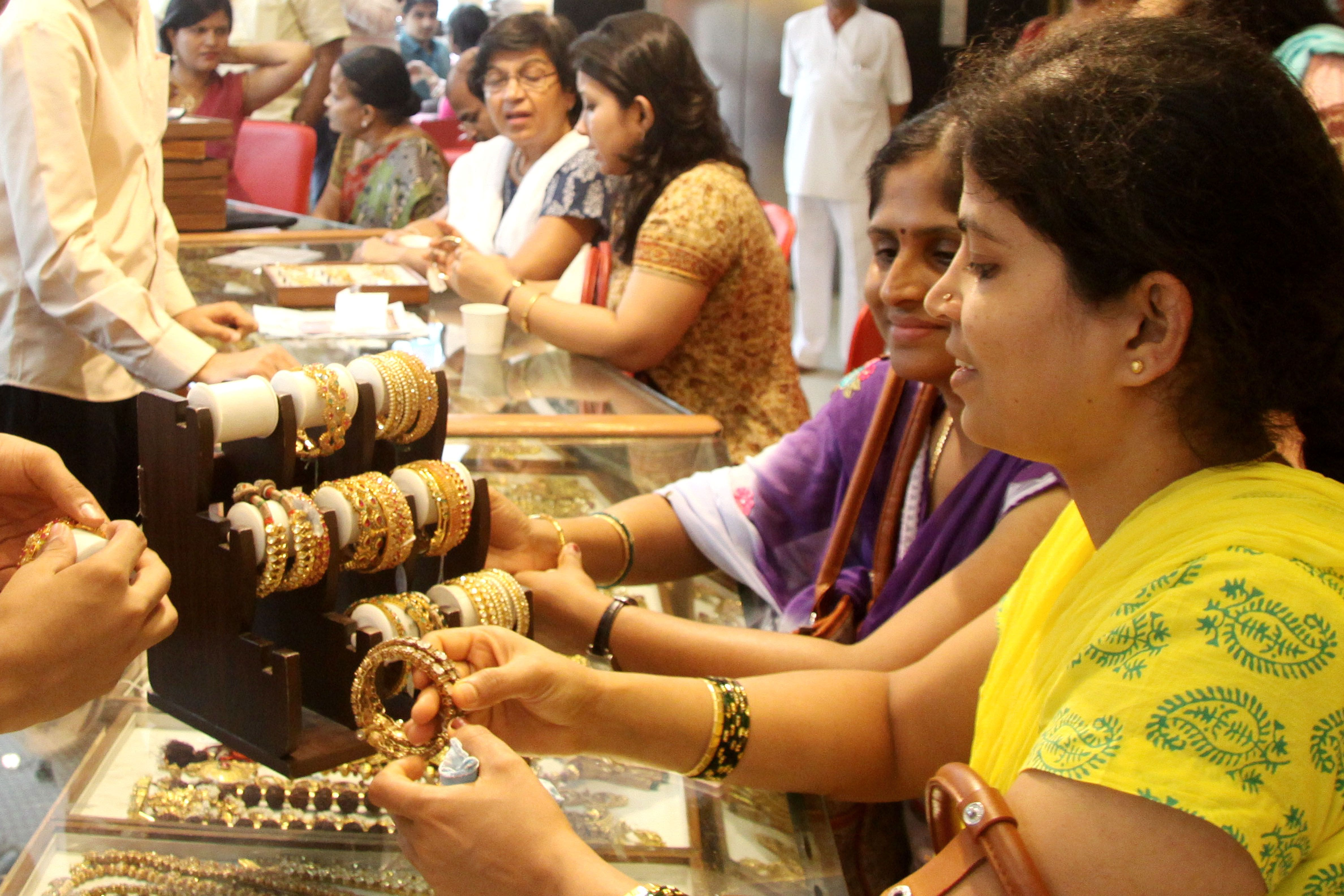 Gold Rate Today, 8 March 2021: Gold Price Recovers From Nine-Month Low. Check Rates in Noida, Delhi And Mumba - India.com