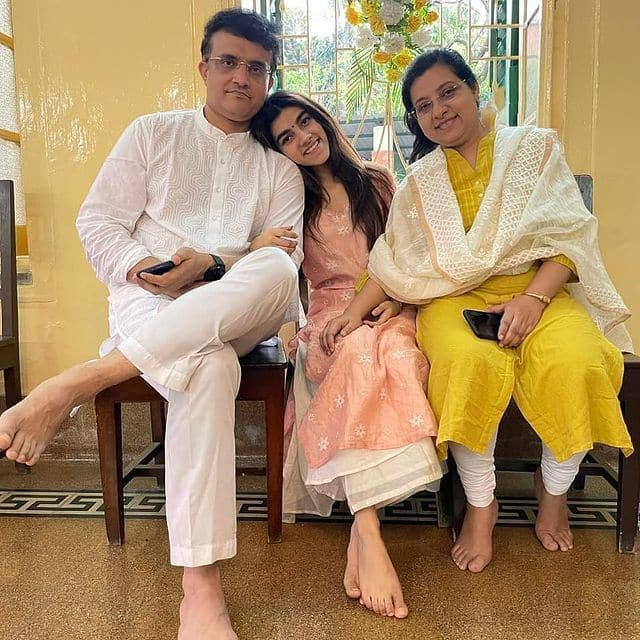 Sourav ganguly with daughter and wife