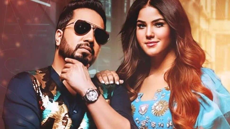 Mika Singh find sunny leone doppelganger aveera singh see look a like glamours and stunning photos