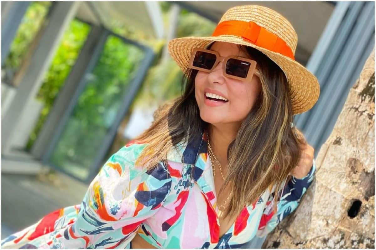 Hina Khan Shares Sunny Pictures From Maldives Looking Pretty in a Floral Mini-Skirt