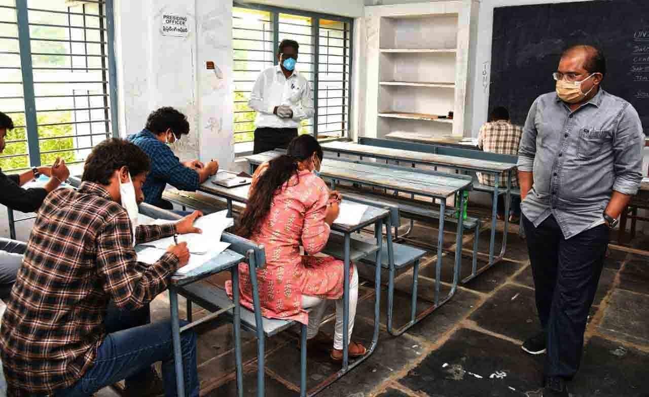 Maharashtra Class 10 Board Exams Cancelled Amid Rising COVID Cases, Announces Varsha Gaikwad
