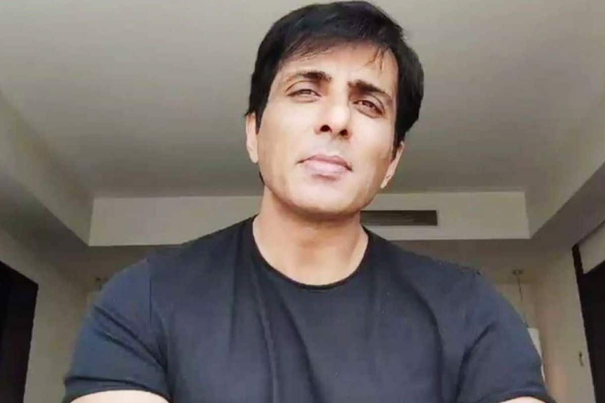 Sonu Sood Helps Girl by Getting Her Airlifted From Nagpur to Hyderabad