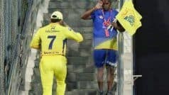 'SALUTE' - Dhoni's Gesture Towards CSK Staff is Winning Hearts