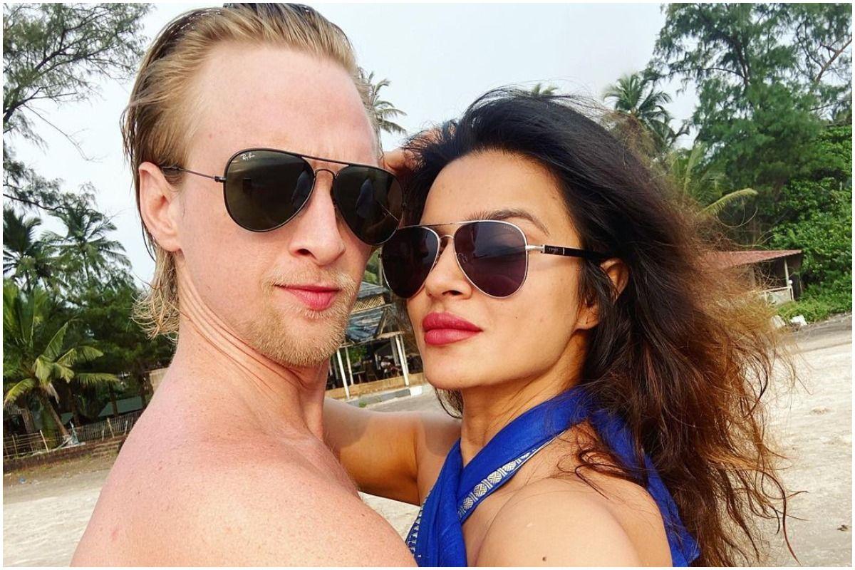 Aashka Goradia And Husband Brent Goble Get COVID, Quarantine in Goa