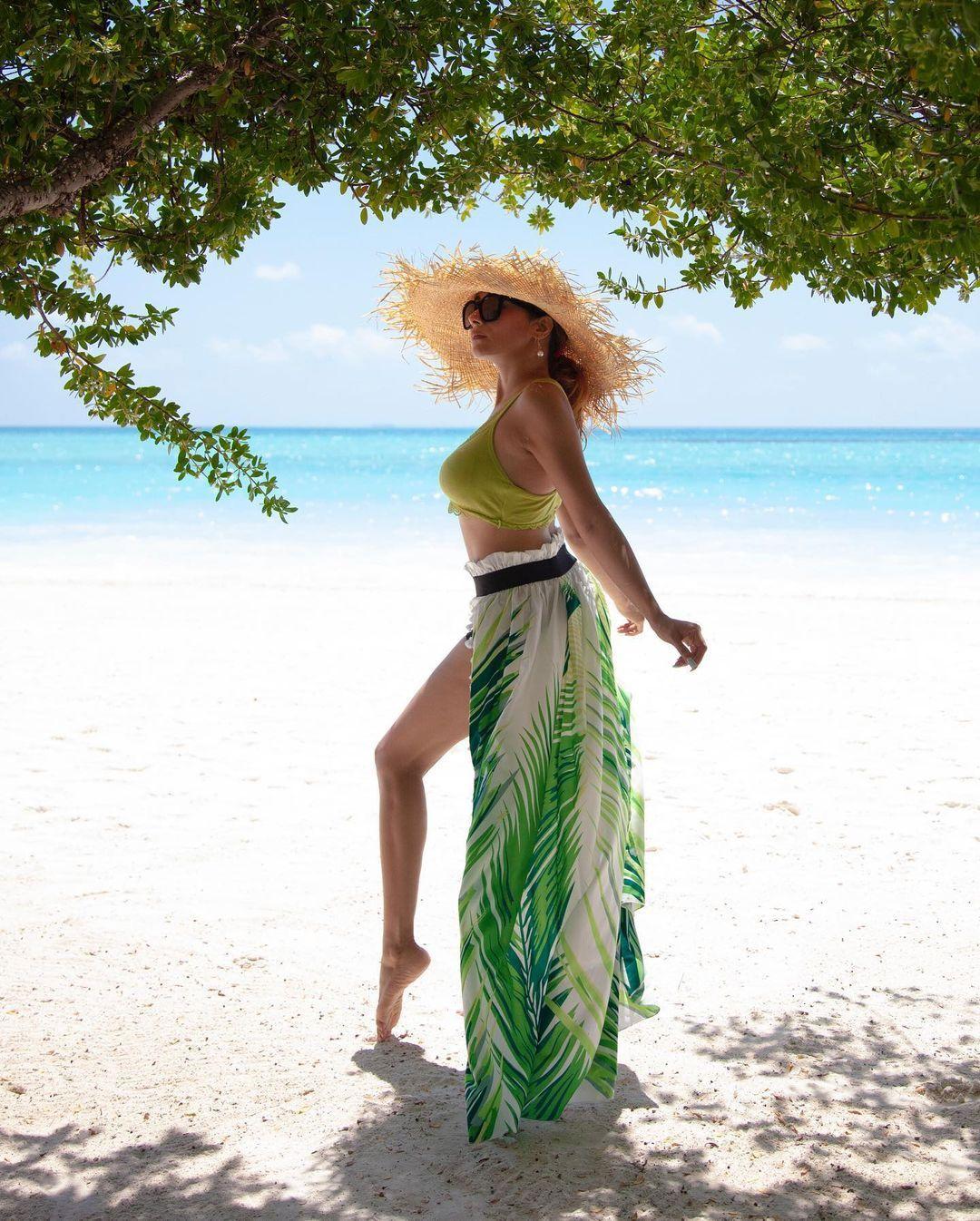 उतरन' की 'इच्छा' Tina Dutta की इन तस्वीरों ने मचाया तहलका, कमबख्त माहौल ही  कातिलाना कर दिया - Tina datta flaunts curves in bikini see utran fame  actress bold hot pics -
