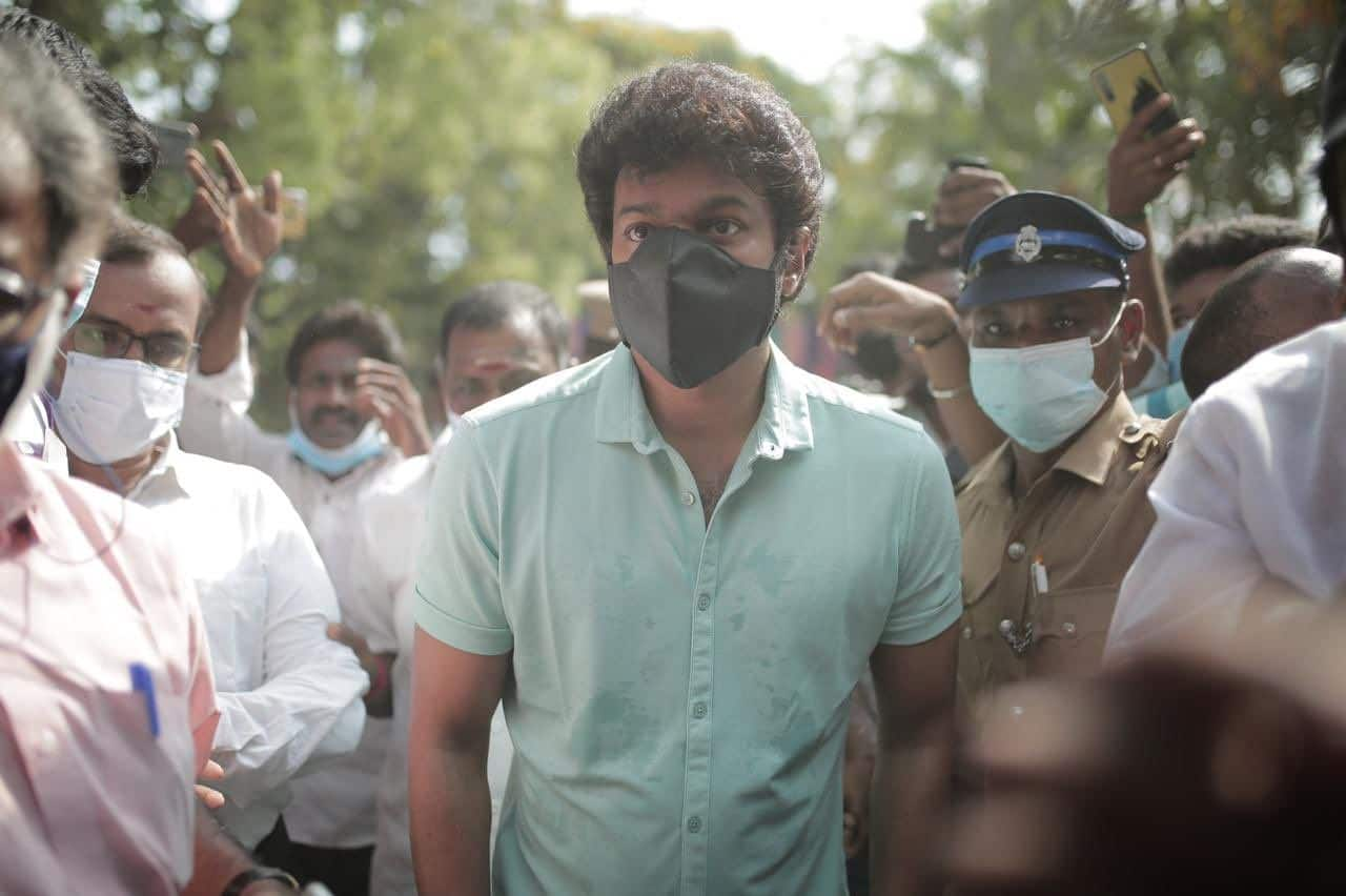 Tamil Nadu Elections 2021: Master Actor Vijay Cycles to Polling Booth to Cast His Vote And Wins Hearts | Watch Video