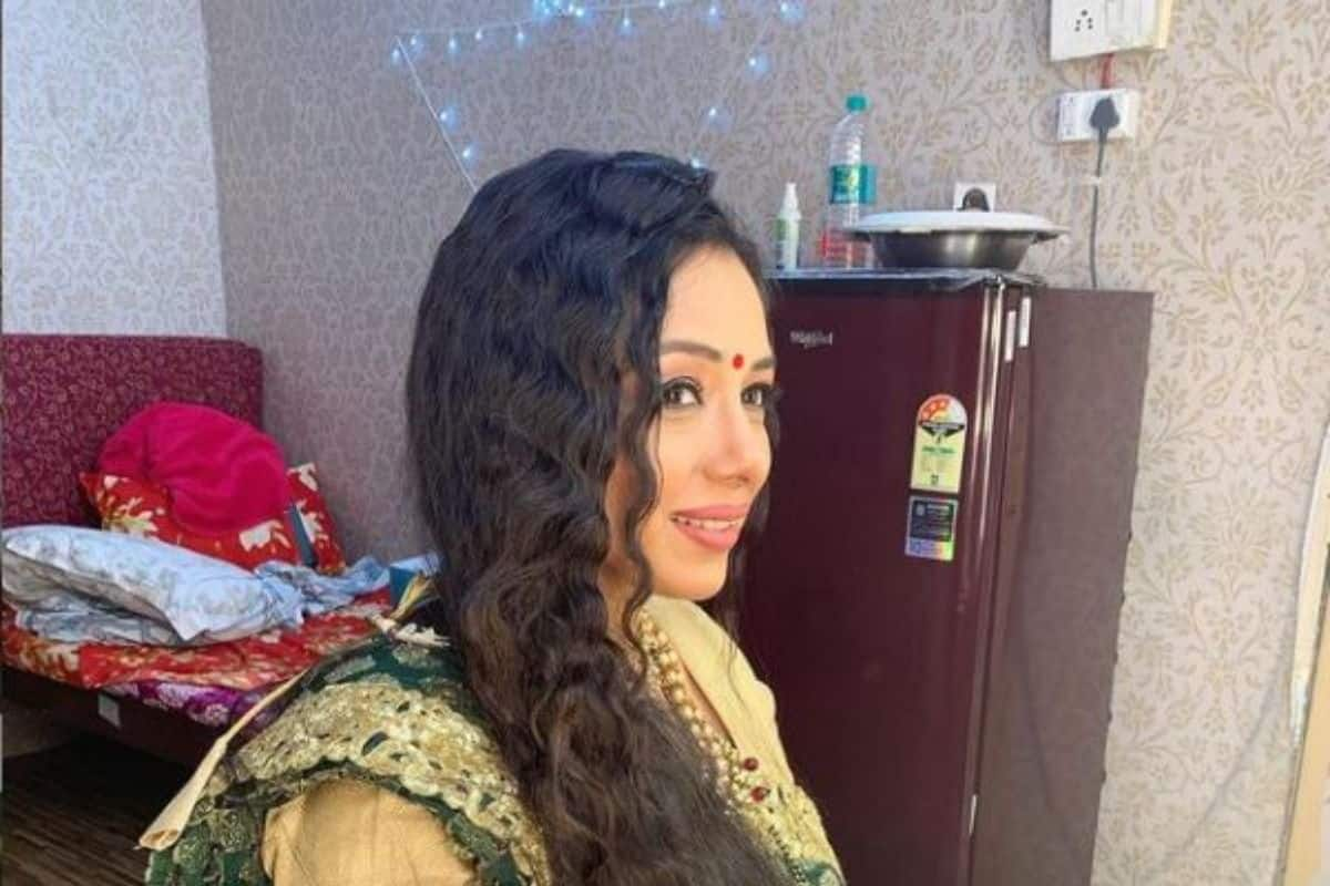 Anupamaa Actor Rupali Ganguly Gives a Sneak Peek of Her Messy Makeup Room, Asks to Ignore
