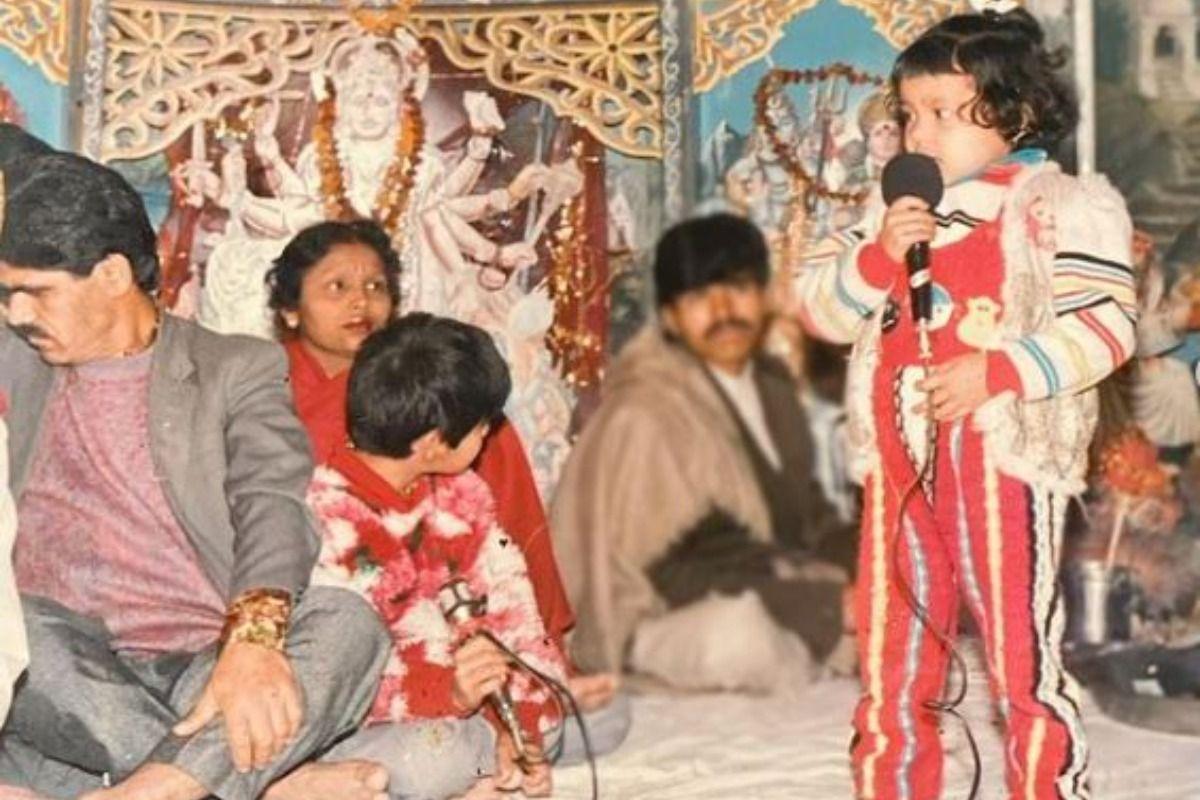 Neha Kakkar Sings in Keertan In This Never-Seen-Before Childhood Picture, It Has Tony Kakkar Too