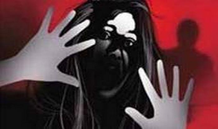 UP: छेड़छाड़ का विरोध करने पर 17 साल की लड़की को दो मंजिला से नीचे फेंका  था, दो आरोपी अरेस्ट - Ups mathura teenager thrown down from second floor  for resisting molestation