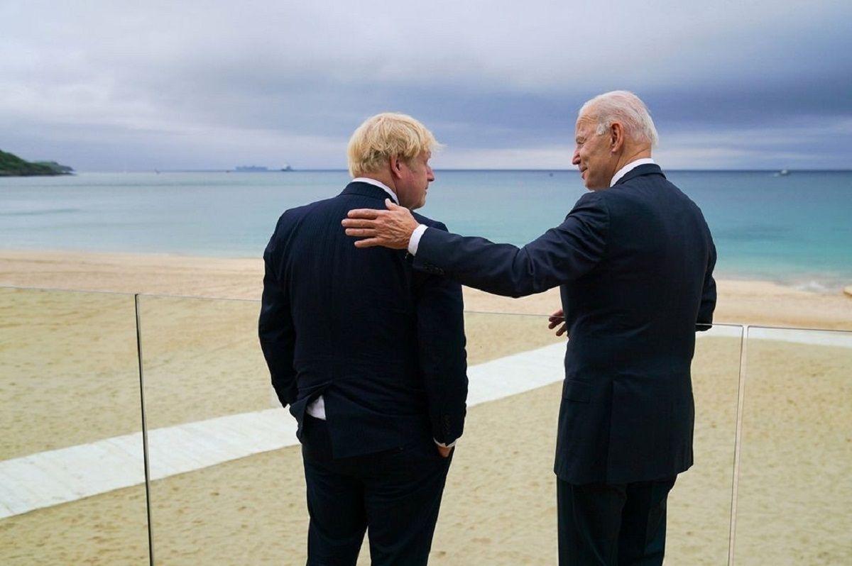 US President Joe Biden Gifts Custom-made Bicycle to UK PM Boris Johnson at G7 Summit