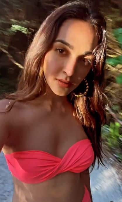 Kiara Advani looks hot and sexy in pink bikini from Maldives trip | A Still From Throwback Video