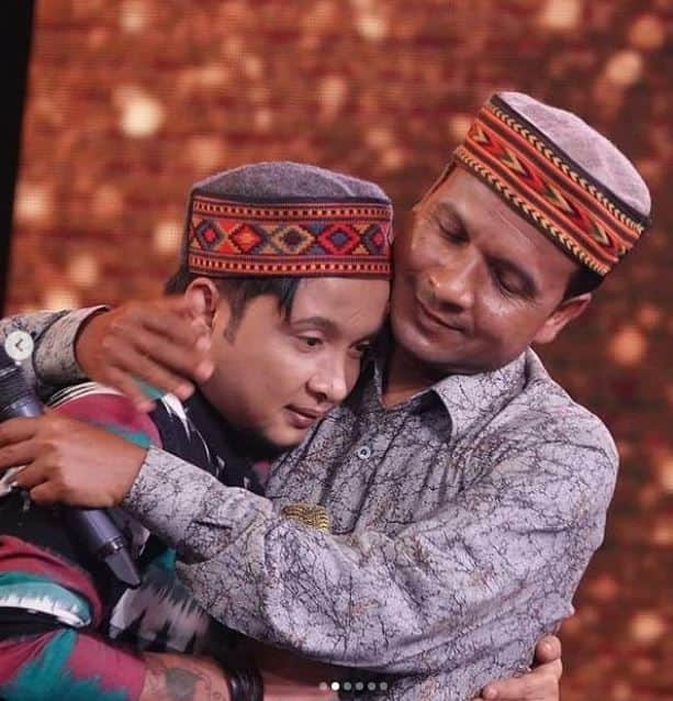 Pawandeep Rajan Gets Emotional After Hugging His Dad on Father's Day