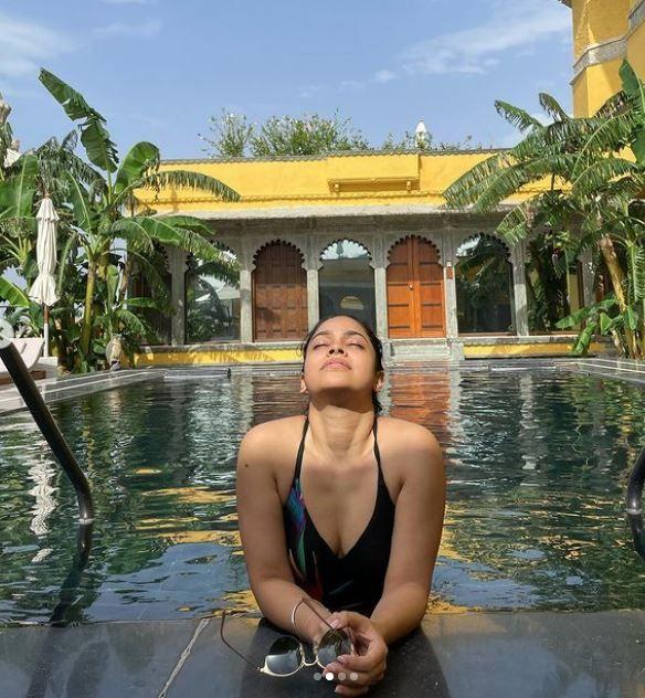Sumona Chakravarti celebrates birthday inside the pool in sexy swimwear