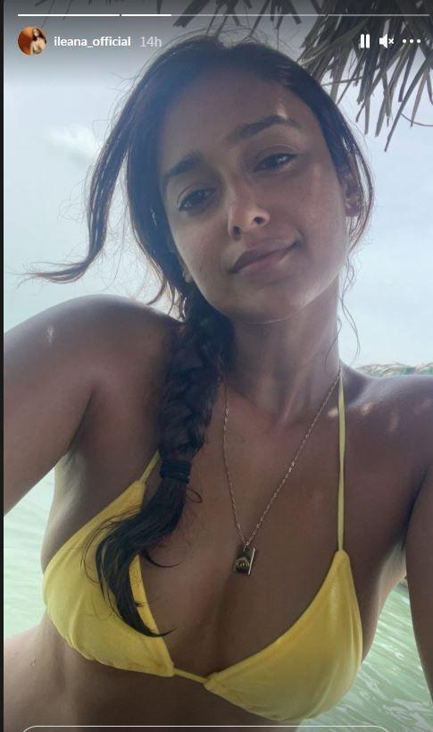 इलियाना डी'क्रूज़ एक शानदार चमकीले पीले रंग की बिकनी में अपना परफेक्ट टैन दिखाती हैं