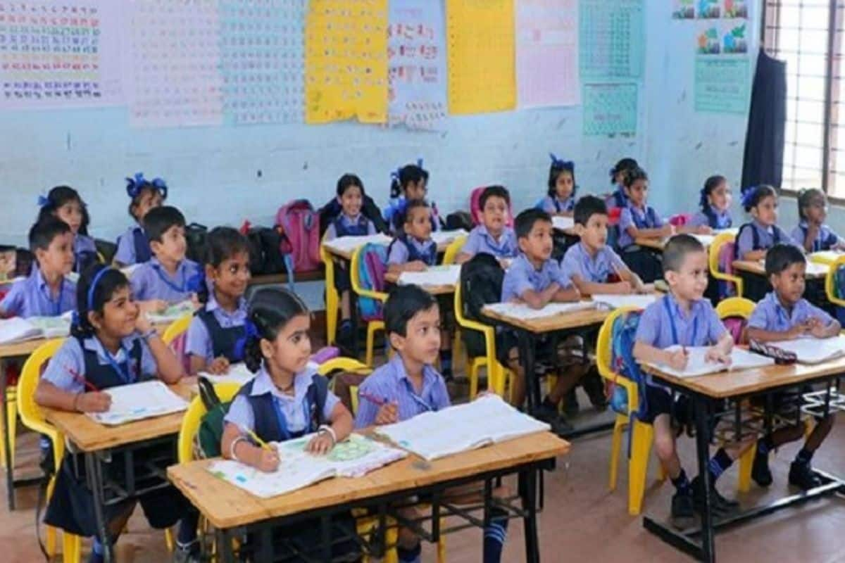 School Reopening News: Top Virologist Suggests Schools to Reopen in Phases With Vaccinated Staff - India.com