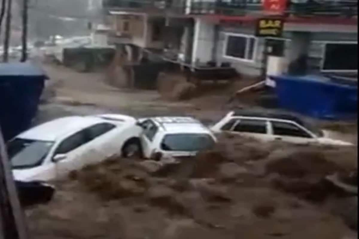 WATCH: Several Cars Swept Away, Properties Damaged as Cloudburst Triggers  Flash Flood in Himachal's Dharamshala