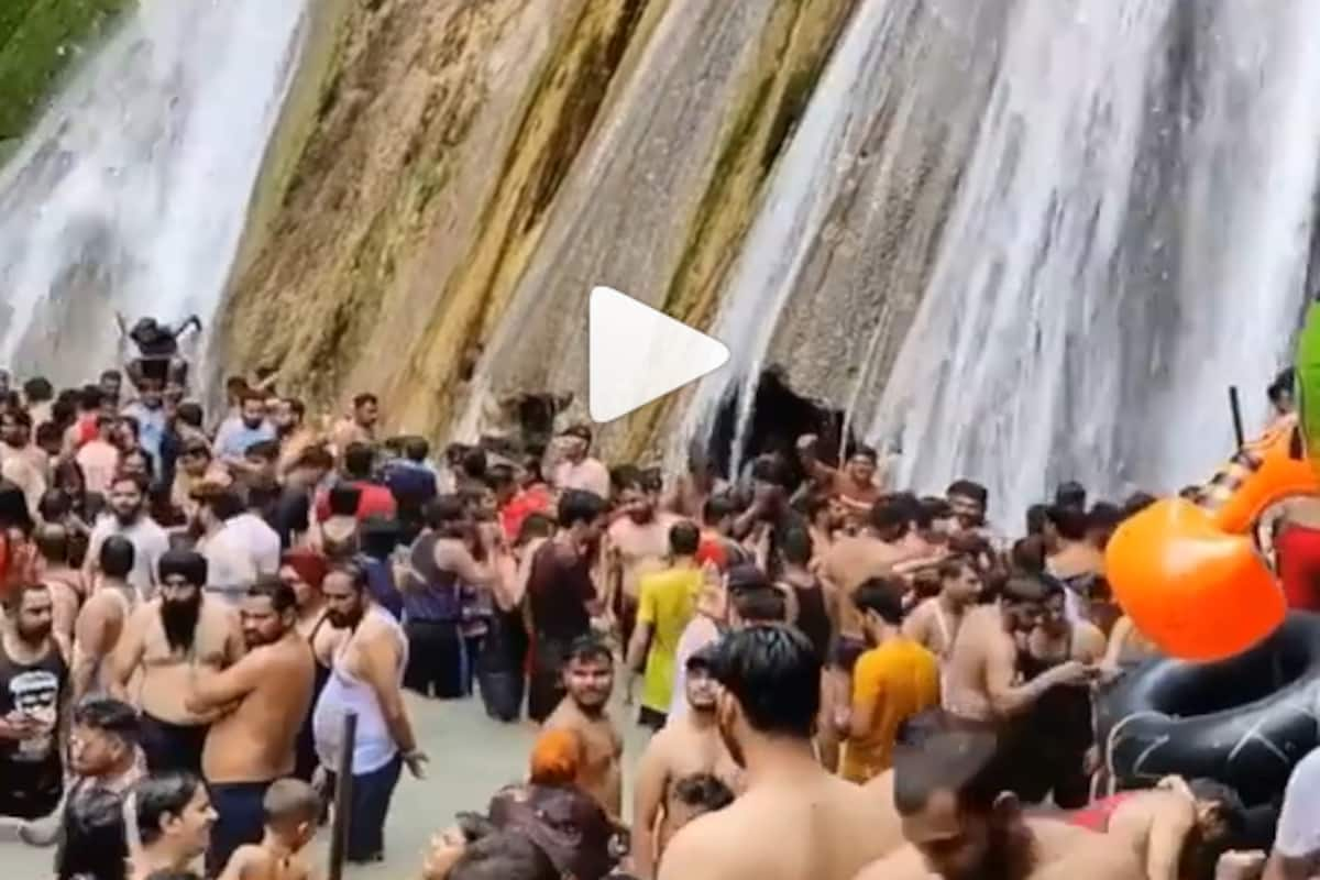Hundreds of Maskless Tourists Seen Taking a Dip in Mussoorie