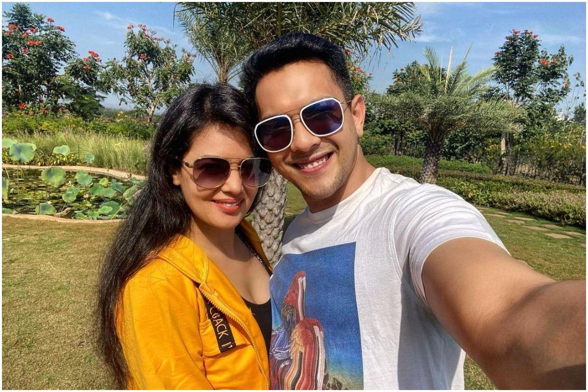 Aditya Narayan-Shweta Agarwal Expecting Their First Baby Soon, Indian Idol  12 Host Hints at Becoming Father