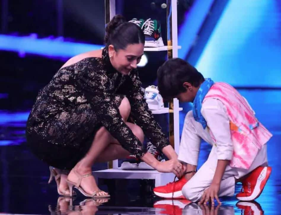 Karisma Kapoor Gifts 5 Pair of Shoes to Contestant Pruthviraj on Super Dancer Chapter 4 Stage
