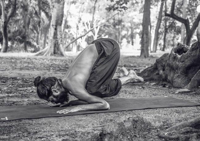 Anti-Aging Yoga Asanas to Tighten The Skin Around Eyes, Reduce Wrinkles