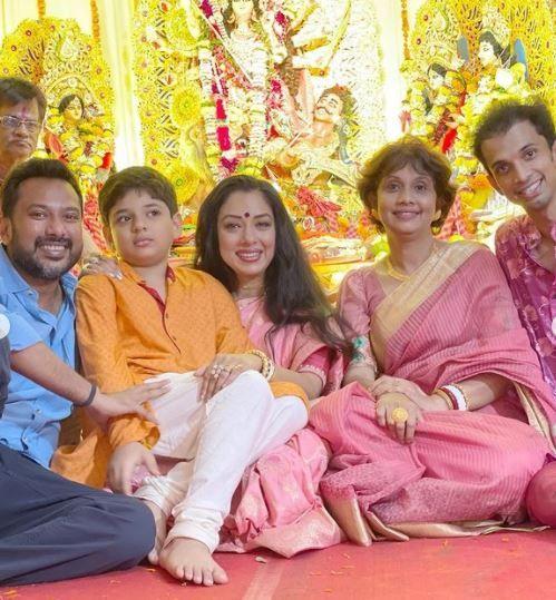रूपाली गांगुली ने दुर्गा पूजा पंडाल 2021 की तस्वीरें शेयर कीं फोटो क्रेडिट: Instagram/@ rupaliganguly