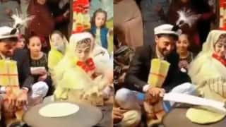 Viral Video: Newly-Wed Bride & Groom Make Roti Together As Part of Kashmiri Wedding Ritual   Watch