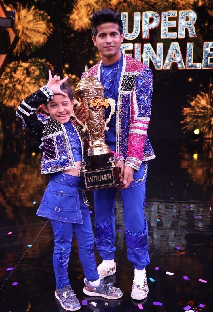 सुपर डांसर चैप्टर 4 विजेता फ्लोरिना गोगोई ने ट्राफी जीती