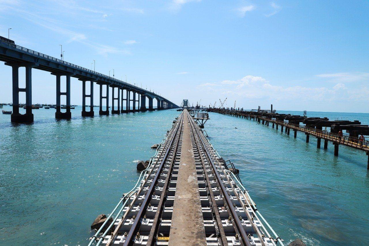 India's First-of-Its-Kind Vertical Railway Sea Bridge